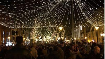 Imagen del encendido de las luces navideñas en el Born