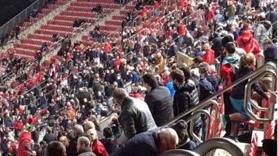 La afición no ha esperado al final del partido para abandonar el estadio