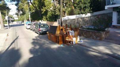 Escombros en plena calle en Calvià