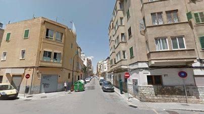 Un joven muere tras precipitarse de un piso en Pere Garau