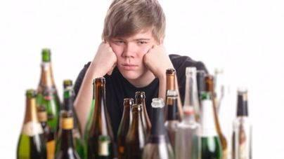 ¿Por qué mi hijo empieza a beber alcohol?