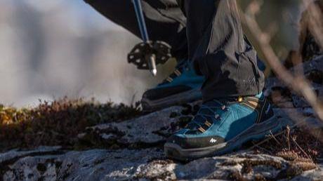 FACUA alerta de los riesgos de las botas Quechua de Decathlon