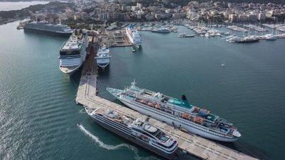 Imagen de cruceros amarrados en el Port de Palma