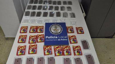 La Policía Local se incauta de 2.000 falsificaciones de Apple y Mattel en un tienda de Son Castelló