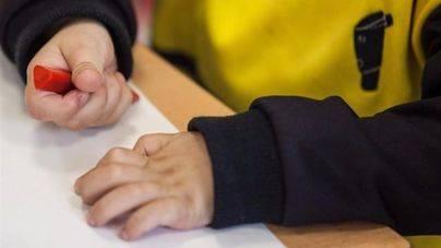 Una sentencia obliga a dos niños a volver con su padre maltratador