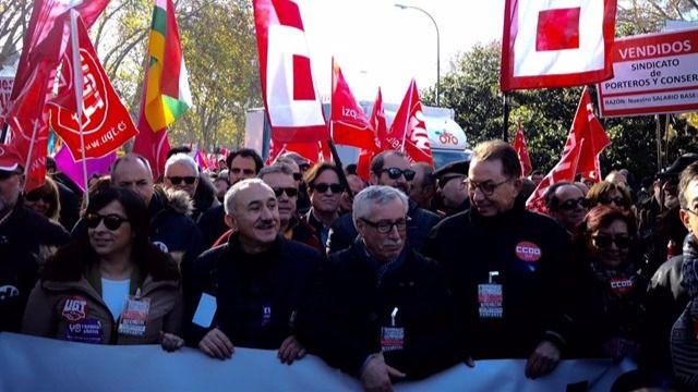 Los sindicatos se manifiestan contra los límites al diálogo social