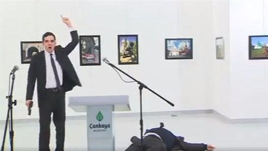 Un policía asesina al embajador ruso en Turquía
