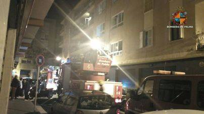 Dos mujeres y un bebé intoxicados por humo en el incendio de un piso en la travesía de Jesús de Palma