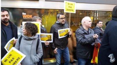 Representantes de la CUP y ERC muestran su apoyo al concejal detenido