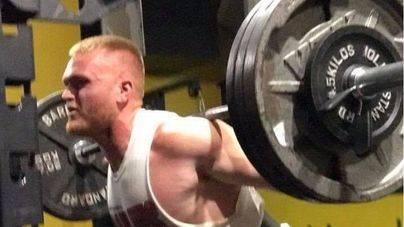 Muere mientras levantaba pesas al caerle 142 kilos encima
