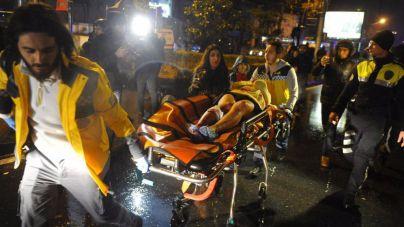 Un hombre vestido de Papa Noel mata a 40 personas en Estambul