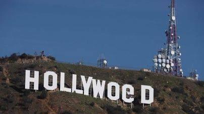 Un hombre le cambia el nombre a Hollywood