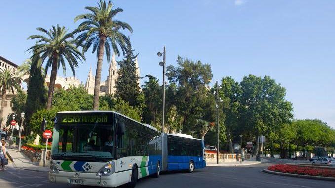 Los niños menores de 13 años ya pueden viajar gratis en los autobuses de la EMT