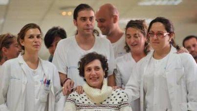 Imagen de Teresa Romero abandonando el hospital