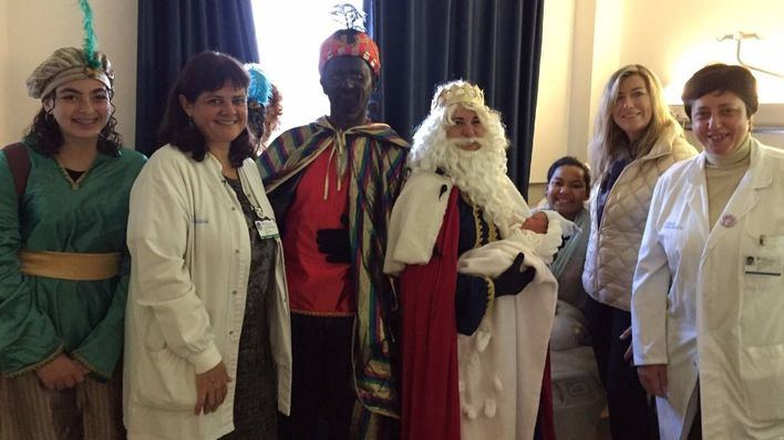 Los Reyes Magos reparten regalos en el Hospital de Manacor