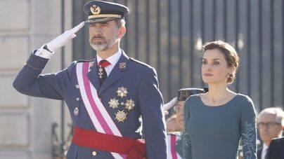 Los Reyes Felipe y Letizia repiten estilismo en la Pascua Militar