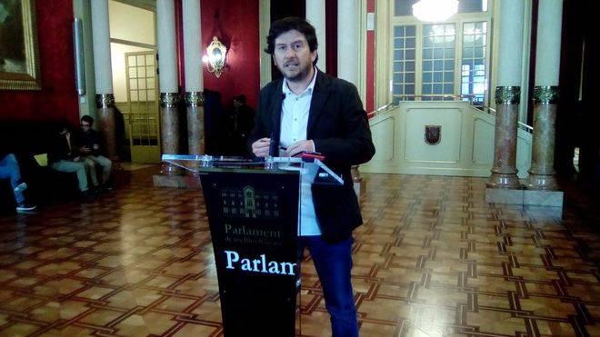 Malestar entre los críticos de Jarabo por el próximo encuentro popular en el Parlament