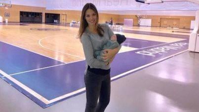 Helen Lindes sorprende a Rudy Fernández durante un entrenamiento