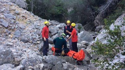 Evacuada en helicóptero una montañera herida tras una caída en el torrente de Almadrà