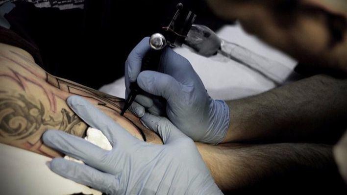 La tinta de los tatuajes podría causar cáncer