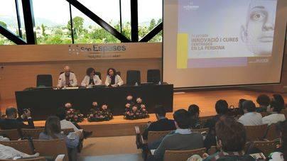 La directora gerente de Son Espases, María Dolores Acón, el director de enfermería, Luis Mariano López, y  la subdirectora de enfermería, Teresa Pou