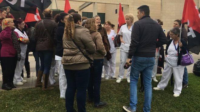 UGT y CGT mantienen la huelga de limpieza en Son Llàtzer