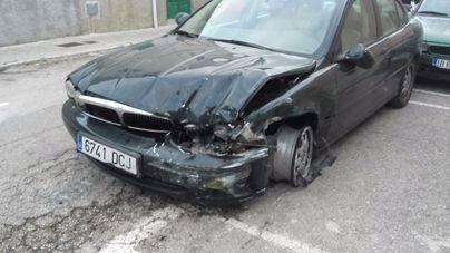 Un 'Jaguar' irrumpe a toda velocidad y causa varios desperfectos en Vilafranca