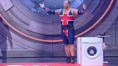 La Montaña de Juego de Tronos lanza lavadoras para batir el récord