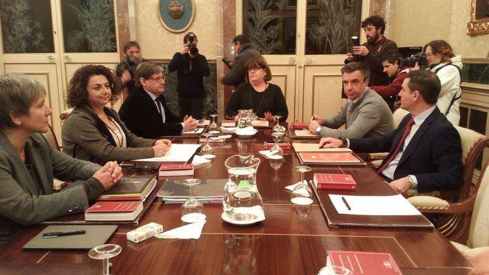 La Mesa del Parlament fue suspendida por la salida de Huertas y el PP