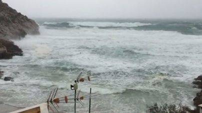 El viento ya se ha hecho notar en la Cala Sant Vicenç