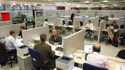 Docentes de la pública y funcionarios del Govern cobrarán este mes parte de la extra de 2012