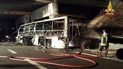 Mueren 16 estudiantes en un accidente de autobús en Verona