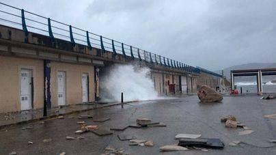 El temporal destroza el muelle de Cala Rajada por olas de 6 metros