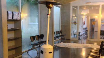 'Parches' para mitigar el frío en el centro de salud de Sineu
