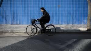 Un ciclista recorre por error 500 kilómetros en la dirección errónea
