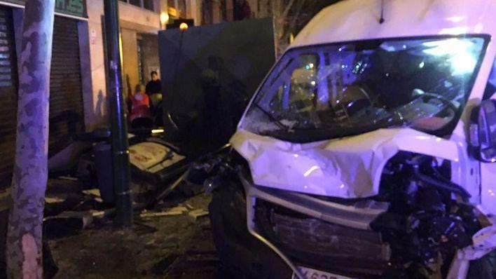 Los vehículos han impactado frontalmente en un cruce