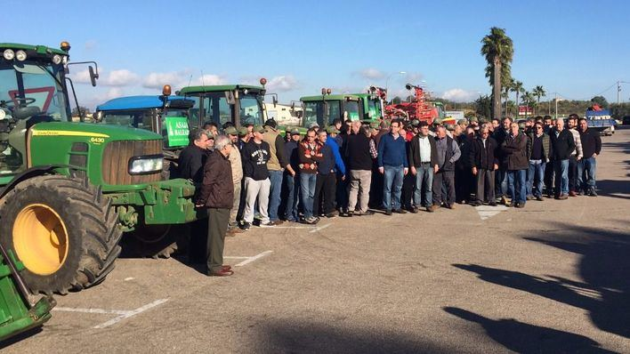 150 payeses claman en Ariany contra la gestión de Vicenç Vidal