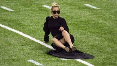 Lady Gaga enseña de más en la Super Bowl