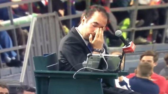 Un pelotazo al juez de silla descalifica a Canadá de la Copa Davis
