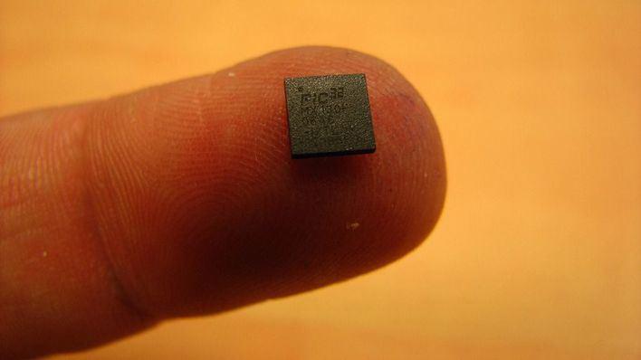 Una empresa instala un microchip de identificación a sus empleados