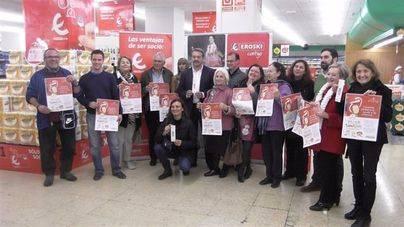 Eroski entrega lo recaudado en su campaña de Navidad a 13 entidades