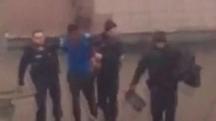 Suspendido un policía en Francia por violar con la porra a un detenido