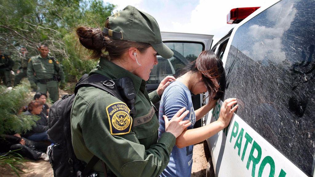 Casi 700 inmigrantes detenidos en EEUU