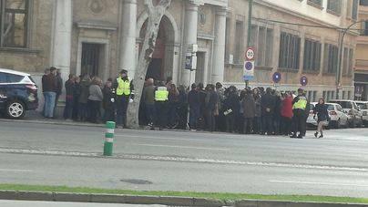 Los funcionarios protestan contra el