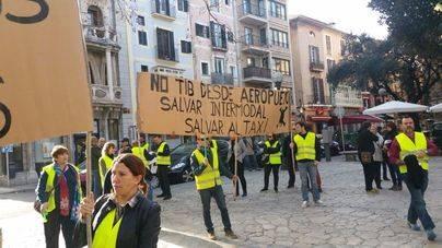 3 de cada 4 lectores apoyan los autobuses regulares entre Son Sant Joan y las zonas turísticas