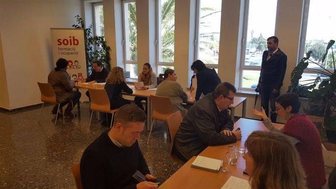 Más de 150 personas se presentan a la preselección de personal para el Palau de Congressos
