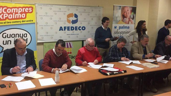 Patronales y sindicatos de comercio firman el convenio colectivo que afecta a 50.000 trabajadores