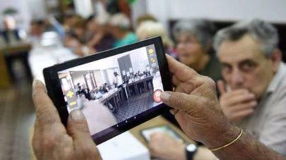 El uso de tablets e internet se dispara entre los mayores de 65 años