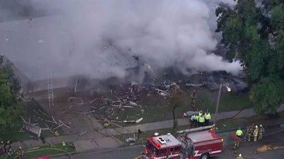 4 muertos tras estrellarse una avioneta contra unas casas en California