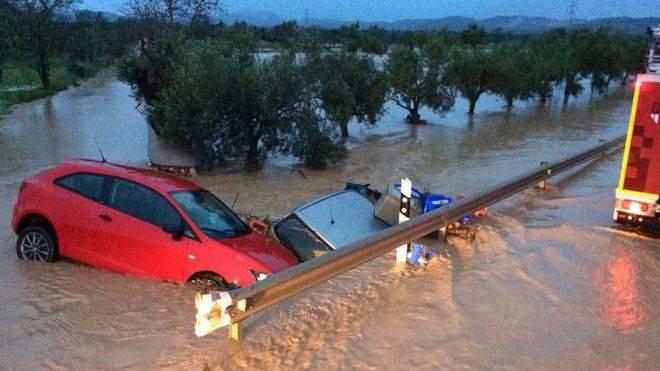 Las lluvias provocaron importantes daños en campos y carreteras